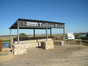 Tailem Bend with the River Murray in the background
